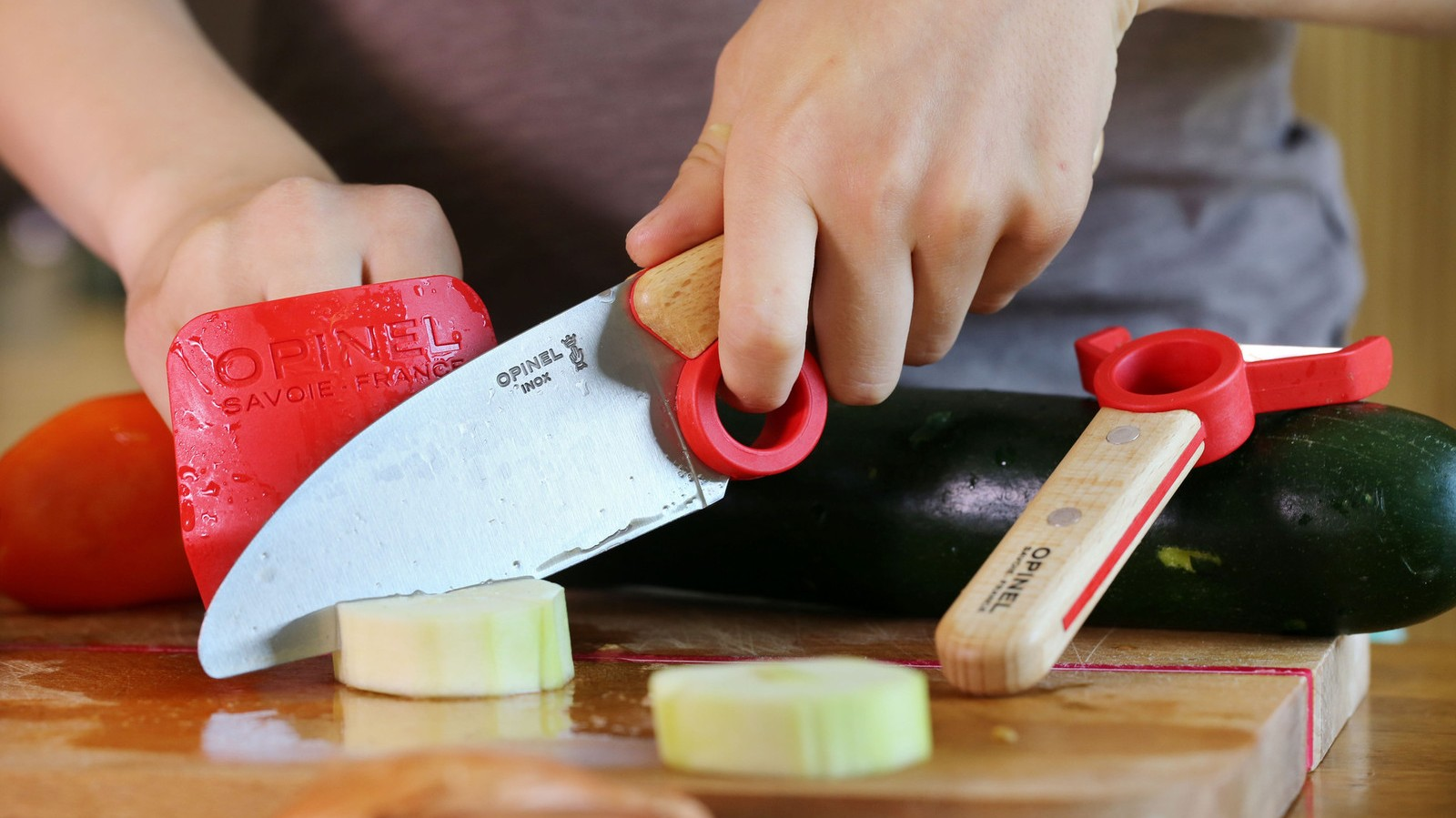 køkkenkniv til barn børnekniv kniv til børn grøntsagskniv til barn børn i køkkenet køkkenredskaber til børn sikkerhed børn i køkkenet shopwise
